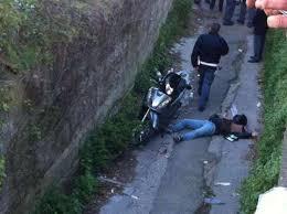 Agguato a Napoli nelle vicinanze di una scuola. Morti padre e figlio