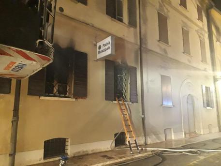 Modenese, rogo nella sede dei vigili urbani a Mirandola. Due morti