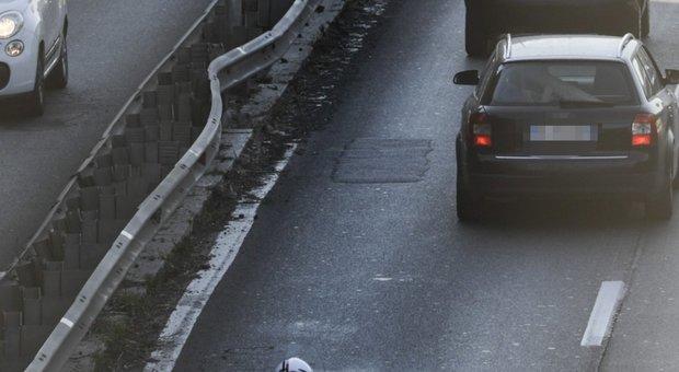 Roma, 23enne muore per una buca