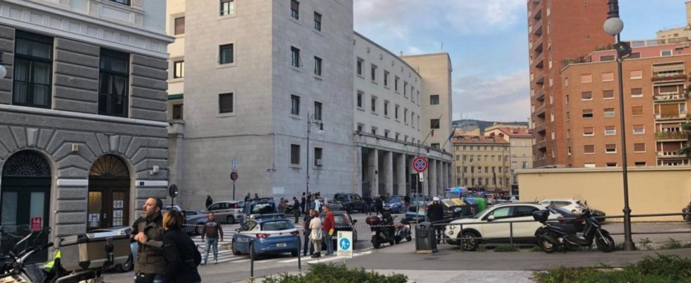 """Agenti uccisi a Trieste, un video incastra il killer. Il pm: """"Ha agito con lucida aggressività"""""""