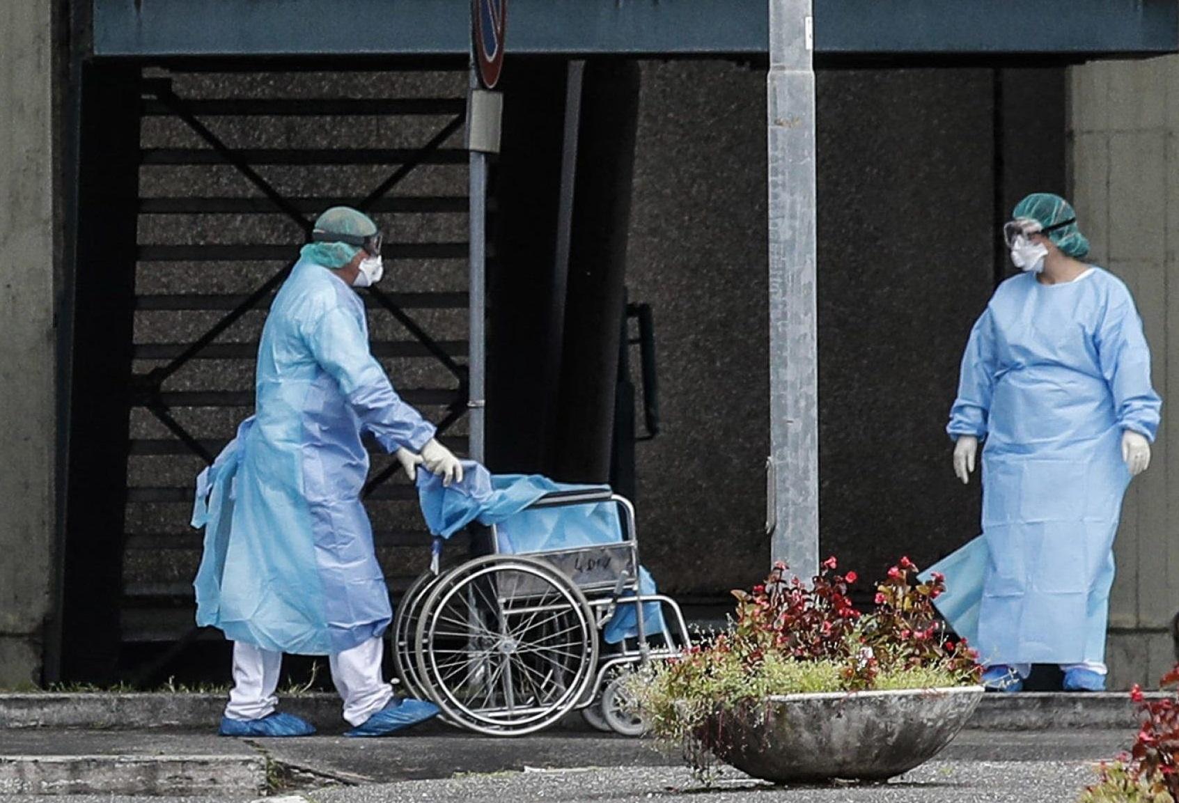 Coronavirus, più vittime della Sars. Il bilancio dei morti sale a 910