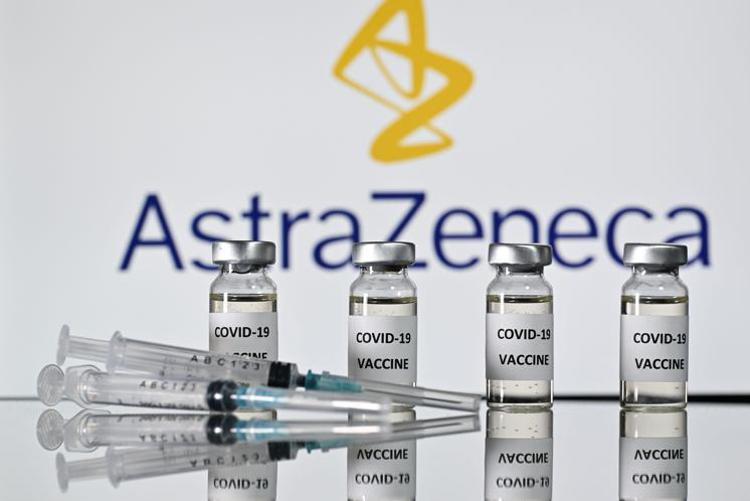 Vaccini anticovid, al via la distribuzione di Astrazeneca anche per gli Over 65