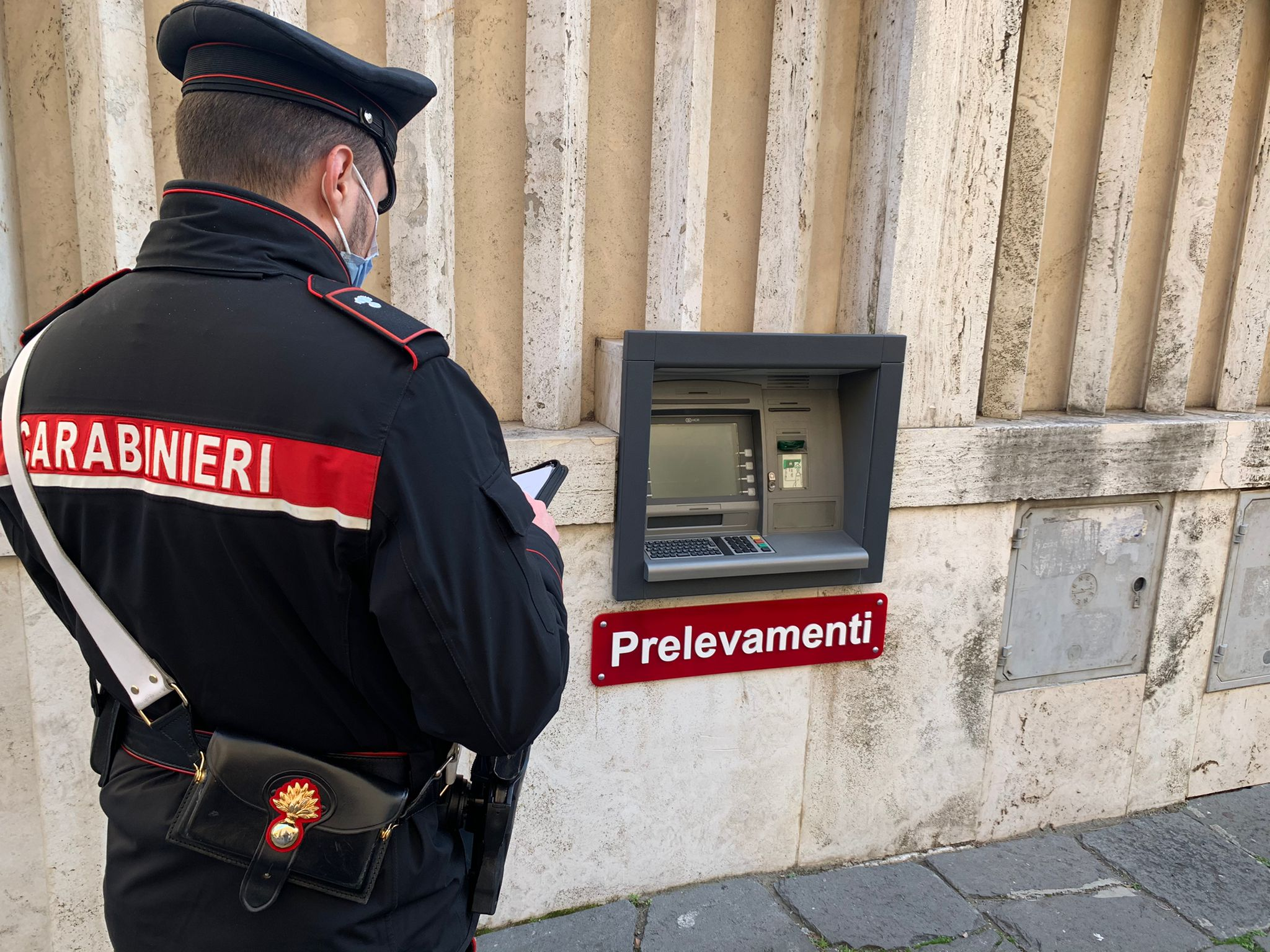 Roma, colpo grosso al bancomat sventato dai Carabinieri. Arrestate due persone