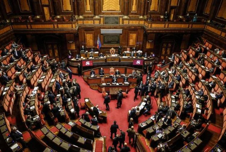 I 18 enni potranno votare anche il Senato, il sì alla riforma