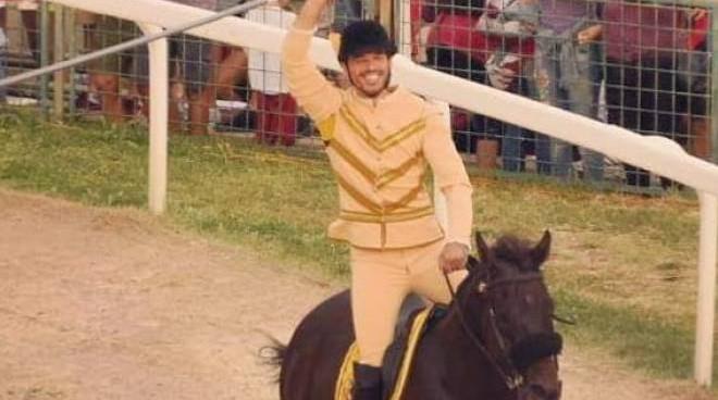 Quintana di Foligno, con un tempo record vince la Giostra della Sfida, il cavaliere folignate Luca Innocenzi